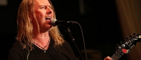 JERRY CANTRELL: FINISHED NEW SOLO ALBUM